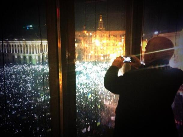 Republican John McCain taking a picture of the crowd at the Euromaidan while they sing Ukraine's national anthem and wave their phones in the air, in a salute.