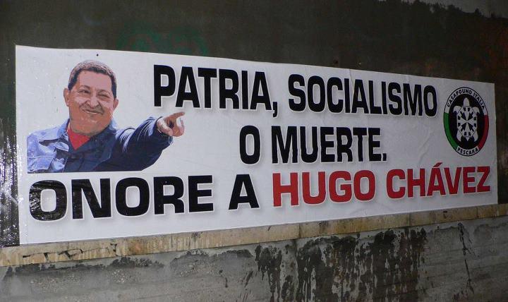 Красные, розовые и коричневые антиимпериалисты-патриоты объединяются. На фото - граффити Casa Poound памяти Уго Чавеса.